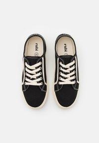 Rubi Shoes by Cotton On - VEGAN LISA LACE UP PLIMSOLL - Matalavartiset tennarit - black/ecru - 5