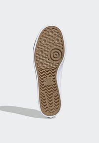 adidas Originals - NIZZA SLIP-ON SHOES - Trainers - white - 5