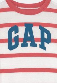 GAP - TODDLER BOY LOGO STRIPE - Camiseta estampada - desert flower - 2
