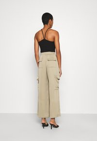 Who What Wear - WIDE LEG CARGO PANT - Trousers - stone - 2