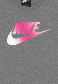 Nike Sportswear - DRESS FUTURA - Vestito di maglina - carbon heather/pink