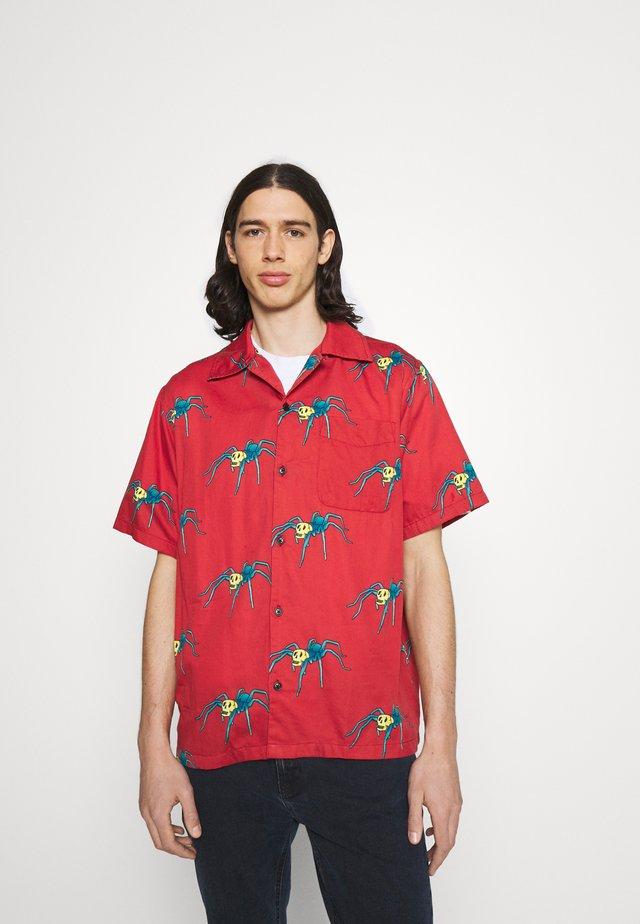 ARON SPIDERS - Shirt - poppy red