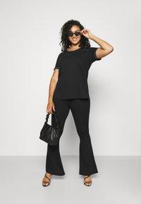 Zizzi - MBARTA - Basic T-shirt - black - 1