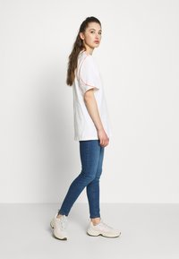 adidas Originals - FAKTEN TREFOIL SHORT SLEEVE TEE - Print T-shirt - chalk white - 1