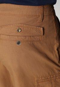 Napapijri - N-ICE CARGO - Shorts - chipmunk beige - 6
