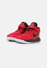 Nike Performance - TEAM HUSTLE D 9 FLYEASE UNISEX - Zapatillas de baloncesto - university red/black - 1