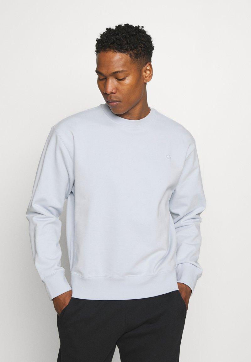 adidas Originals - CREW UNISEX - Sweatshirt - halo blue