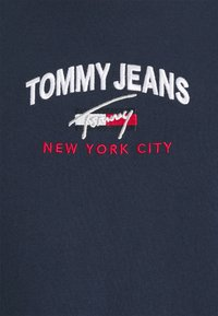Tommy Jeans Plus - TIMELESS SCRIPT TEE - Print T-shirt - twilight navy - 5