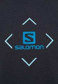 Salomon - LOGO TEE - Triko spotiskem - night sky/tanager turquoise/hawaiian ocean - 2