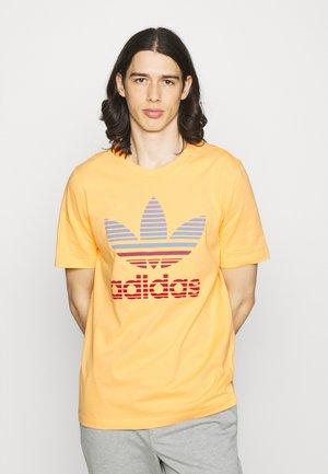 TREF OMBRE UNISEX - Print T-shirt - hazy orange