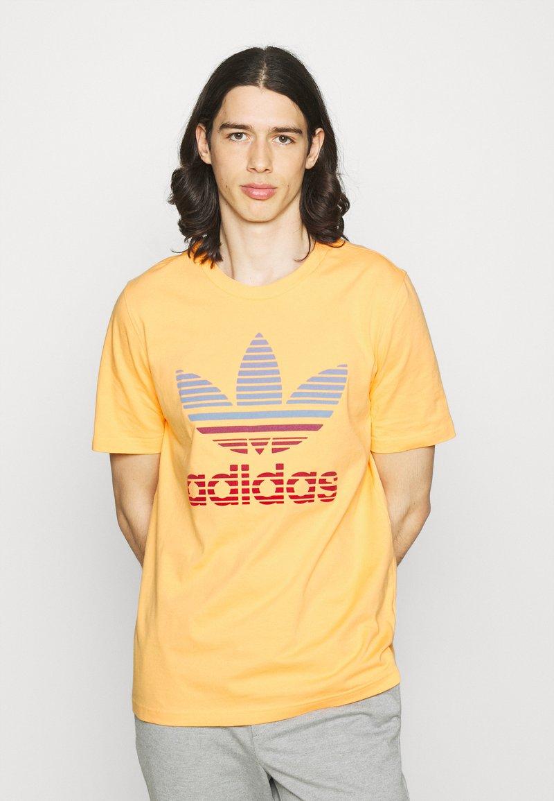 adidas Originals - TREF OMBRE UNISEX - Print T-shirt - hazy orange