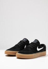 Nike SB - ZOOM JANOSKI - Trainers - black/white/light brown/photo blue/hyper pink - 2