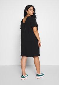ONLY Carmakoma - CARMANILO V-NECK  - Jersey dress - black - 2
