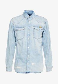 JJIJAMES JJSHIRT  - Camisa - blue denim