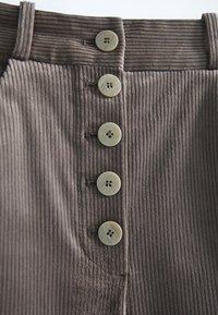 Massimo Dutti - MIT KNÖPFEN  - Trousers - grey - 3