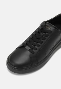 Calvin Klein - LOW TOP LACE UP - Trainers - fashion black - 6