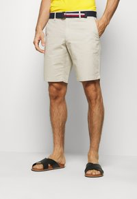 Tommy Hilfiger - BROOKLYN LIGHT BELT - Shorts - beige - 0