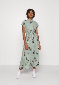 Vero Moda - VMFALLIE LONG TIE DRESS - Skjortekjole - green milieu - 0