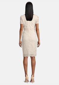 Vera Mont - FIGURBETONT - Shift dress - tapioca - 1
