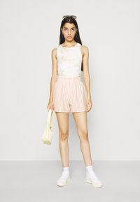 ONLY - ONLJOLLA - Shorts - peach melba/cloud dancer - 1