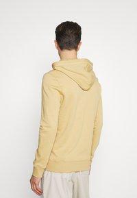 TOM TAILOR DENIM - HOODY WITH PRINT - Sweatshirt - lark beige - 2