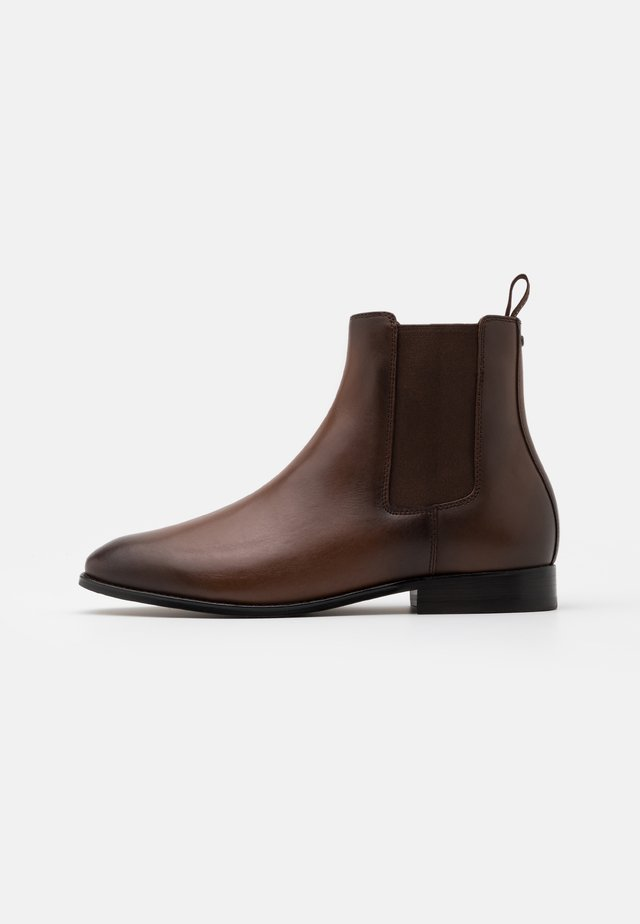 METROPOLITAN CHELSEA BOOT - Classic ankle boots - saddle