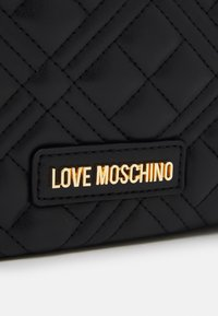 Love Moschino - QUILTED CHAIN LOGO FLAP - Across body bag - nero - 4