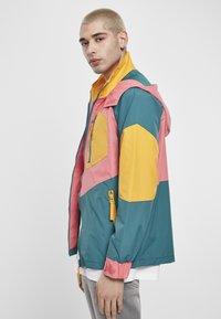 Starter - MULTICOLORED LOGO - Summer jacket - green/yellow/pink - 3