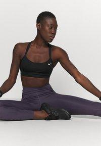 Nike Performance - ONE LUX - Legging - dark raisin/black/clear - 3