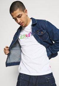 Levi's® - Camiseta estampada - neutrals - 3
