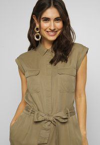 Marc O'Polo DENIM - OVERALL PATCH ON POCKETS BELT - Tuta jumpsuit - bleached olive - 3