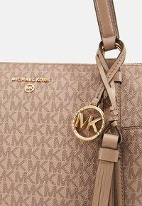 MICHAEL Michael Kors - SEMI LUX - Handbag - truffle - 3