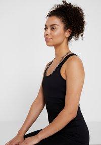 Curare Yogawear - TANK - Débardeur - black - 3