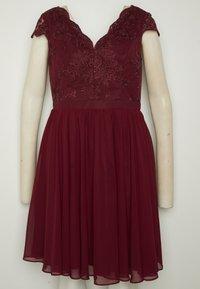 Chi Chi London Curvy - CURVE JOEN DRESS - Cocktail dress / Party dress - burgundy - 6