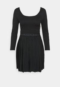 Calvin Klein Jeans - LOGO WAISTBAND PLEATED DRESS - Jersey dress - black - 4