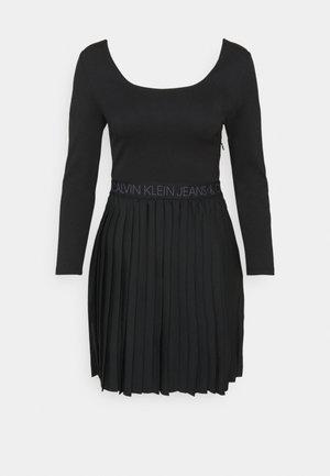 LOGO WAISTBAND PLEATED DRESS - Vestito estivo - black