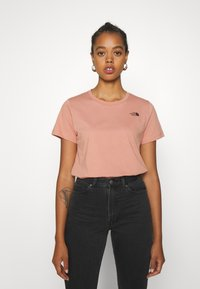 The North Face - LETTER BACK TEE - Triko spotiskem - pink clay/evergreen - 0
