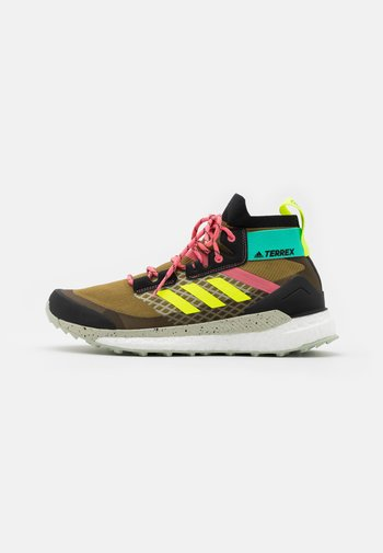 TERREX  FREE HIKER PRIMEBLUE - Hiking shoes - wild moss/core black/acid mint