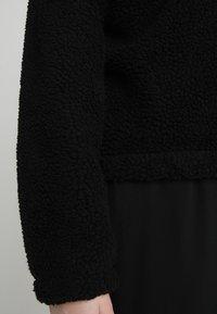 Urban Classics Curvy - LADIES SHERPA BATWING TROYER - Fleece trui - black - 6