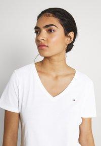 Tommy Jeans - SLIM SOFT V NECK TEE 2 PACK - Basic T-shirt - black/white - 4