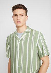 REVOLUTION - STRIPE - Shirt - green - 3