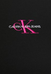 Calvin Klein Jeans Plus - MONOGRAM LOGO TEE - Jednoduché triko - black/party pink - 4