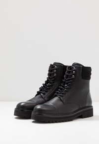 Royal RepubliQ - AVE HIKER COMBAT - Botines con cordones - black - 4