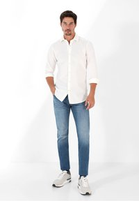 Scalpers - PLAIN - Shirt - off white - 1