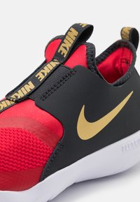 Nike Performance - FLEX RUNNER UNISEX - Zapatillas de running neutras - university red/metallic gold/dark smoke grey/white - 5