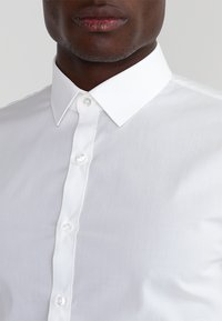 OLYMP - OLYMP NO.6 SUPER SLIM FIT - Formal shirt - off white - 3