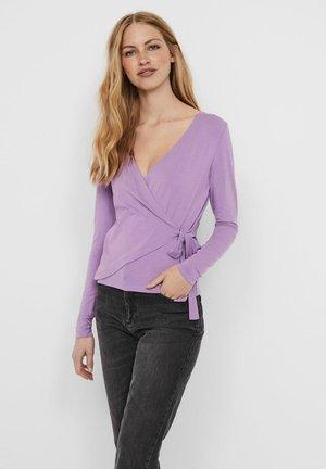 MIT LANGEN ÄRMELN WICKELEFFEKT - Long sleeved top - african violet