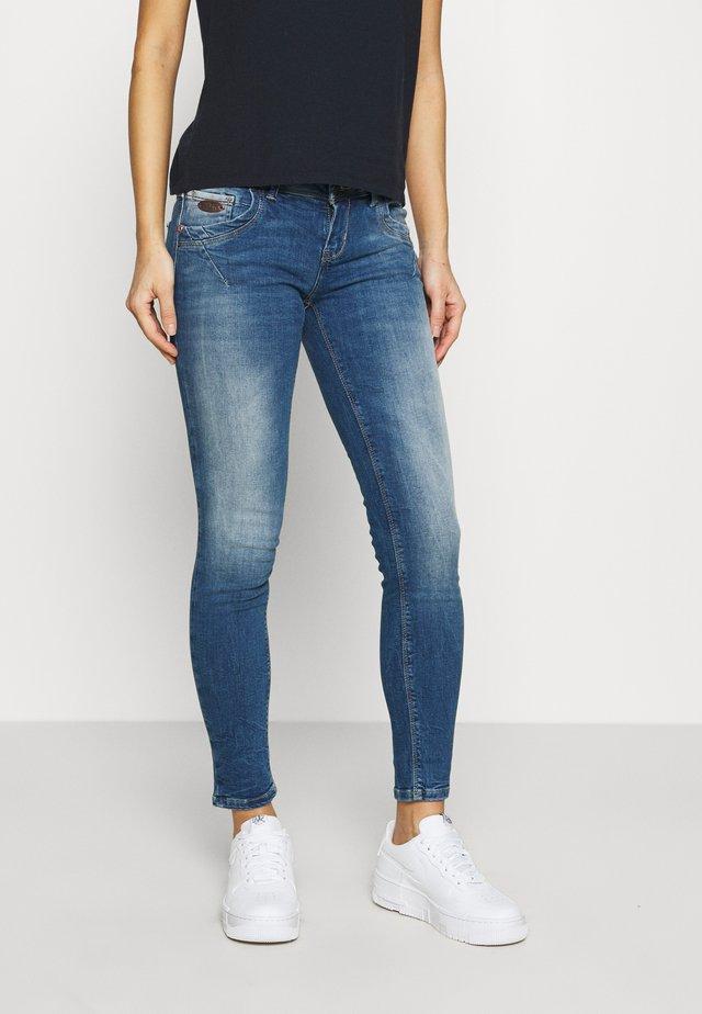 SENTA - Slim fit jeans - lilliane wash