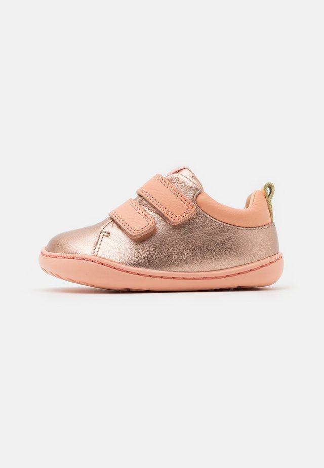 PEU CAMI  - Klittenbandschoenen - medium pink