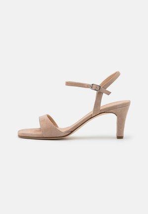 MECHI - Sandały - nude